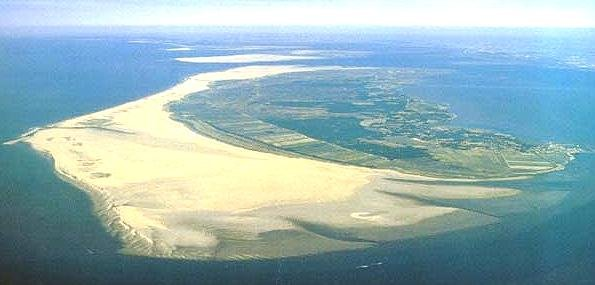 Luftansicht der Insel Rømø mit Blick auf den riesigen Strand.